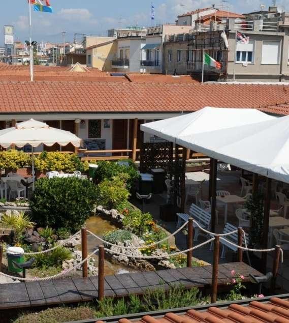 Il Bar del Bagno Italia di Viareggio per merende e aperitivi in ...